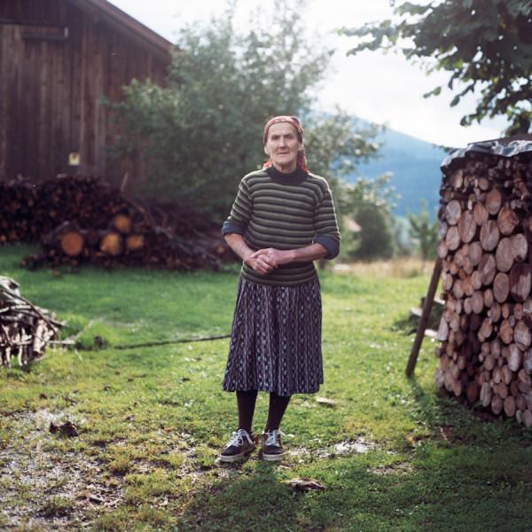 Brandl, Eggersberg, August 2007. Fanny Muehlbauer war Eigentuemer des Bauernhofs mit dem Hausnamen Brandl. Urspruenglich stammt sie aus Haus einem Dorf 40 km entfernt von Eggersberg. Aufgrund ihres Mannes zog sie auf den Bauernhof. Sie hatte ein kleine Landwirtschaft, 2 Soehne und starb 2009. Fotos: Evi Lemberger