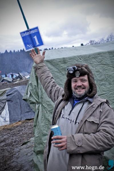 Klaus aus dem Allgäu präsentiert die Adresse des Biker-Mekkas - die auch bei Google Earth zu finden ist