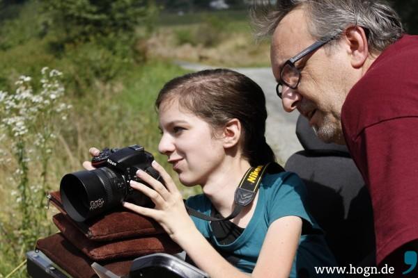 Voller Freude bei der Sache: Denise Degenhart und Georg Knaus beim Fotokurs. Fotos: da Hog'n