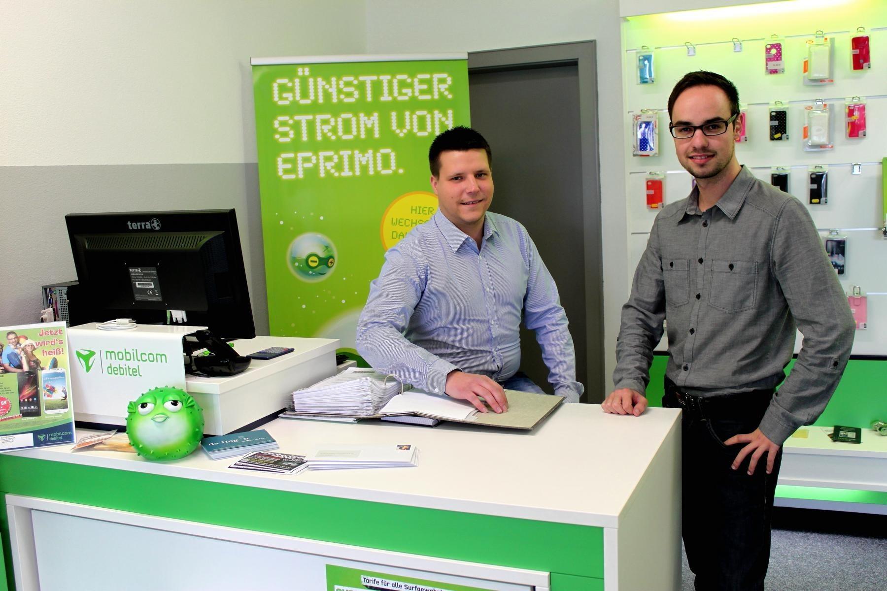 """""""Björn Bralski ist ein erfahrener Mann im Außendienst sowie in der Kundenbetreuung- und beratung"""", freut sich Daniel Türk (rechts), Geschäftsführer des H.IT-Center, über seinen neuen Mitarbeiter."""