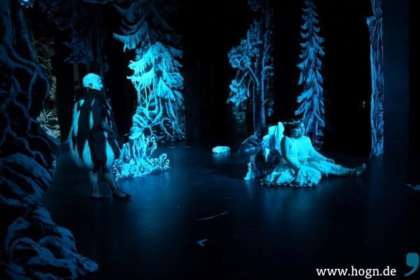 Blaue Stunde im tiefen Wald… Da kommt das Sandmännchen (Domenica Maria Radlmaier).