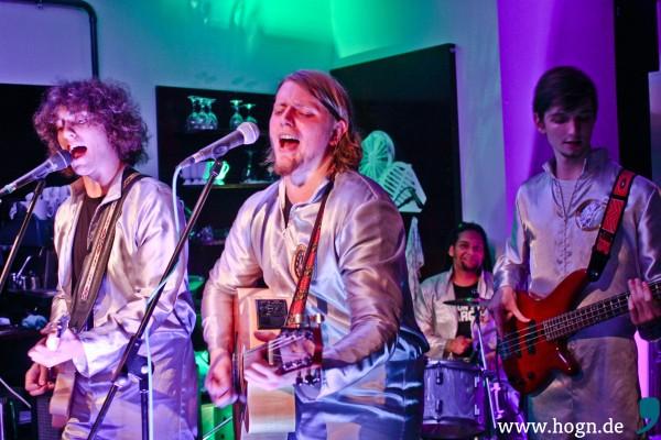 Aldrin's Mond Bar live im Kaffeewerk  [Von Links nach Recht Bobby, Basti, Eric, Josef] Foto by Eva Sikulova(1)