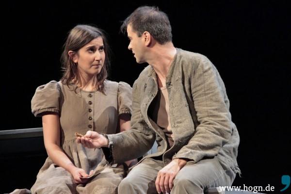 Seine Schwester Cäcilia (Tülin Pektas) liebt Mathias Kneißl (Markus Schramm) abgöttisch. Sie steht zu ihm - bedingungslos. Fotos: Rupert Rieger