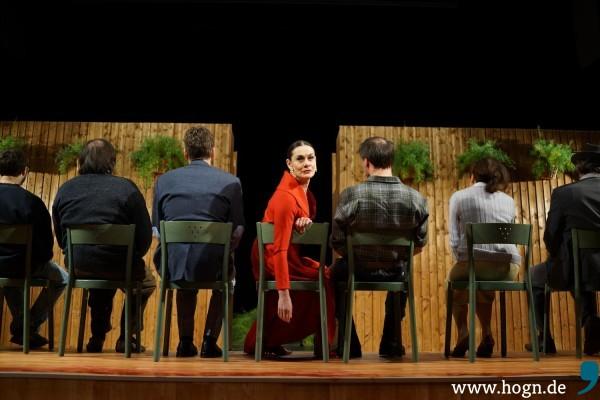 Arkadina ist die Diva der Gesellschaft am See. Mit seinem Theaterstück ist ihr Sohn Kostja bei ihr durchgefallen.