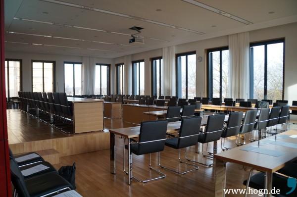 Der Fraktionsraum im Erweiterungsbau Nord im bayerischen Landtag. Links auf dem Podest sitzen die Partei-Chefs.
