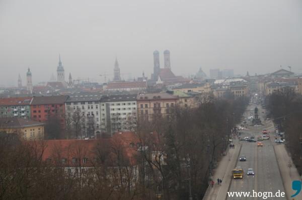 Ein diesiger Wintertag: Der Blick aus dem Vorraum des Plenarsaals im Münchner Maximilianeum.