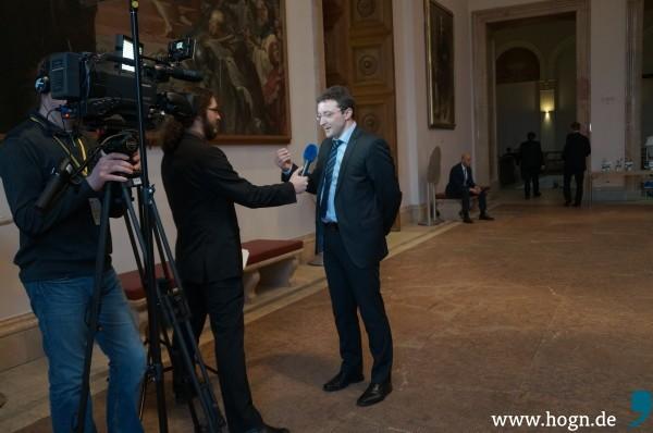 Fernseh-Interview: Unter der Marke Plenum TV werden Interviews für regionale Fernsehsender gemacht.