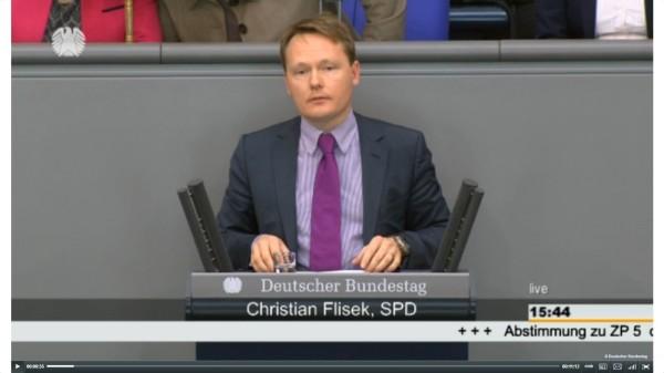Christian Flisek bei seiner heutigen Rede zum NSA-Untersuchungsausschuss vor dem Bundestag. (Photo: Screenshot Bundestags-TV)