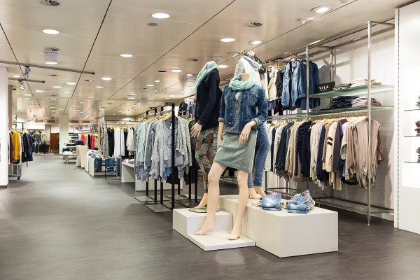 Moderne, übersichtliche Wärenpräsentation: P&M Waldkirchen erstrahlt in neuem Glanz.