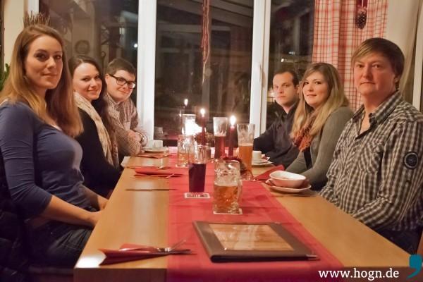 """Die Fuadgeh-Checker-Crew ließ es sich gut gehen im Gasthof """"Zur Neuen Post"""" in Herzogsreut: (von links) Eva Müller, Vera Neumann, Tobias Blab, Helmut Weigerstorfer sowie Kathrin und Helmut Grimbs."""