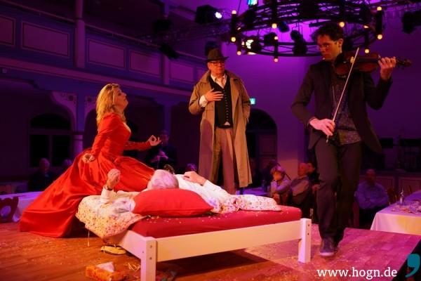 Oh-Oh! Da liegt das Publikum im Bett. Und Roland Wagenführer sieht's nicht gern...