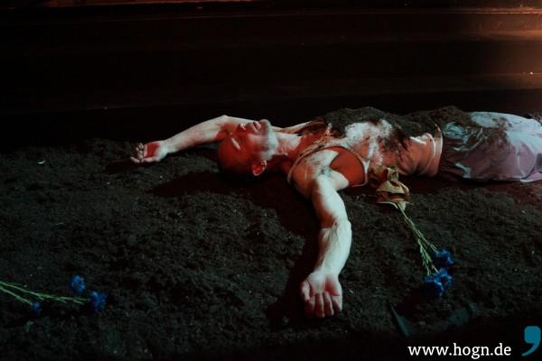 """Karl M. Sibelius spielt ergeben, ergreifend und zeigt, dass er """"nur Theater kann""""."""