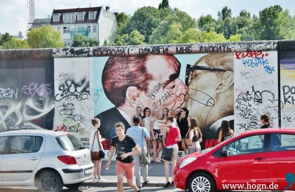 Ein weiteres Wahrzeichen der Stadt: Die Mauer - bunte Graffiti-Kunst.