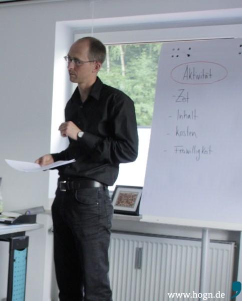 Martin Behringer sucht Paten für Asylbewerber und erklärt, was Interessierte mitbringen sollten: