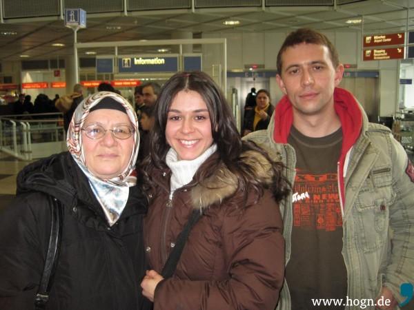 Yeşims Mama (links) lebt nun auch wieder in der Türkei.