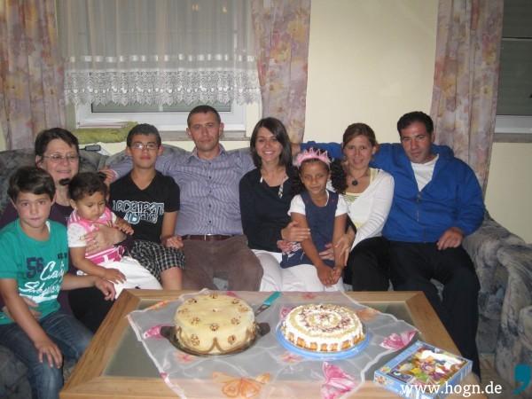 Yeşim (vierte von rechts) mit ihrer türkischen Familie.