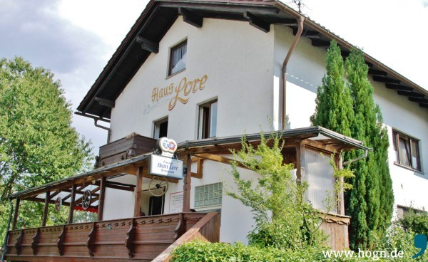 Das Haus Lore in Ruhmannsfelden, Zufluchtsort für viele Menschen, die ihre Heimat verlassen mussten