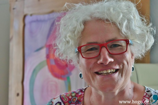 """Johanna Köppl in ihrer Praxis """"Lebenszeichen"""" in Passau."""