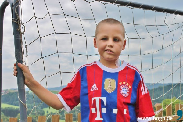 Fußball ist Leons große Leidenschaft. Selber im Verein spielen kann er künftig nicht mehr.
