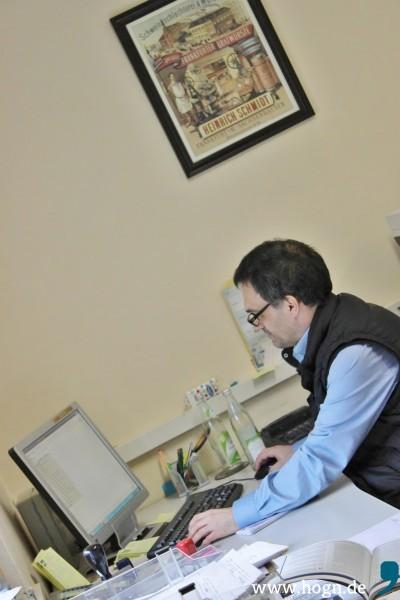 Der Schreibtisch ist der Hauptarbetsplatz von Gottfried Stegbauer.