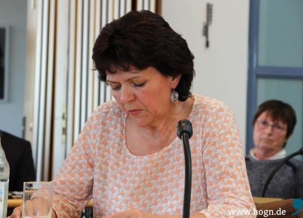"""Grünen-Sprecherin Sigrid Weiß betonte, dass ihre Fraktion den Umgehungsstraßenbau in Kirchberg im Wald mit """"mit Argusaugen"""" beobachten werde."""