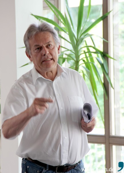 Georg Oswald, Geschäftsführer der Architekturschmiede Oswald, hat Großes vor am Zwieseler Gymnasium: Alt- und Neubau sollen um je ein Stockwerk erweitert werden