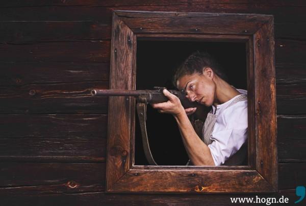Die Wilderin schießt aus dem Fenster