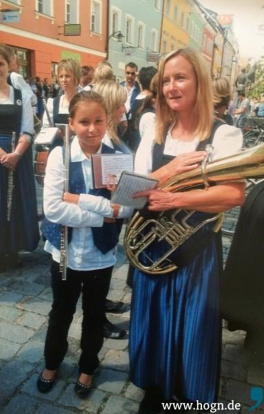 Durch ihre Mama Gabi wurde Celine motiviert, selbst Musik zu machen.