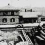 Der Bahnhof in Waldkirchen in der Anfangszeit des Bahnbetriebes, als die Holzverladung noch eine große Rolle spielte.