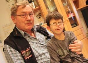 Mit einem emotionalen Facebook-Eintrag hat Opa Reinhard Blöchinger auf das Schicksal seines Enkels aufmerksam gemacht.